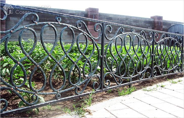 Забор выполненный методом ковки