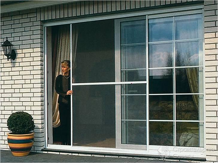 Раздвижная москитка на двери