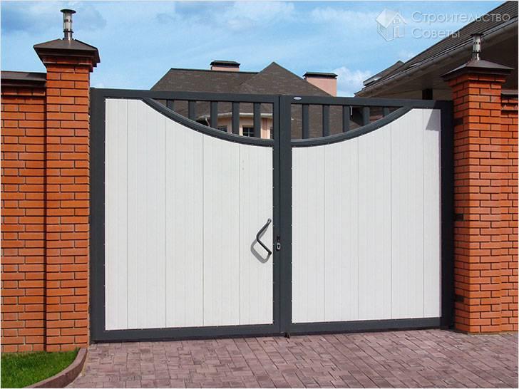 Распашные ворота с декором