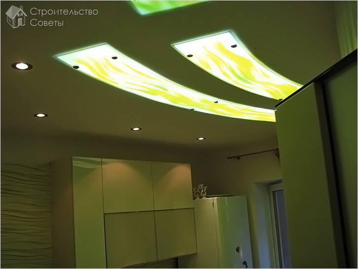 Подвесной потолок со стеклянными элементами