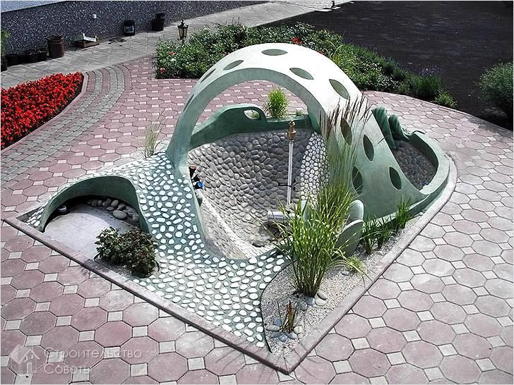 Красивый садовый фонтан