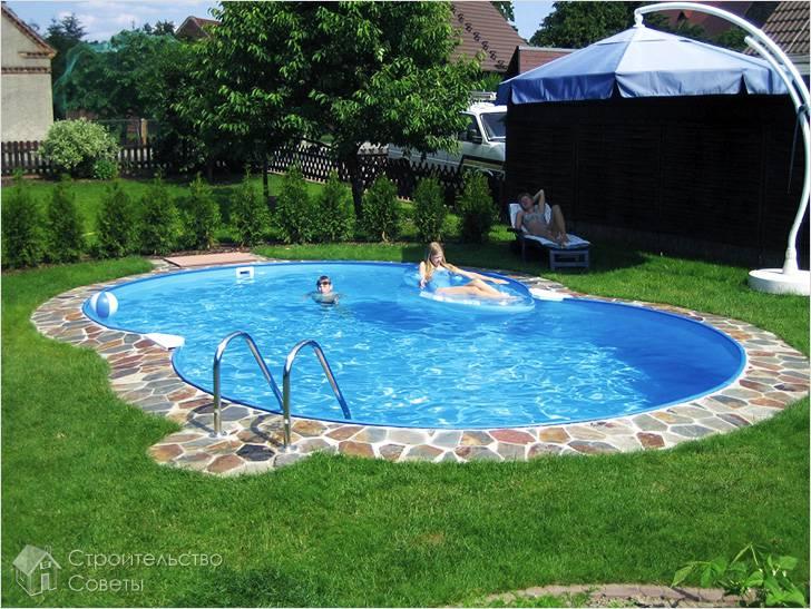 Небольшой бассейн на даче