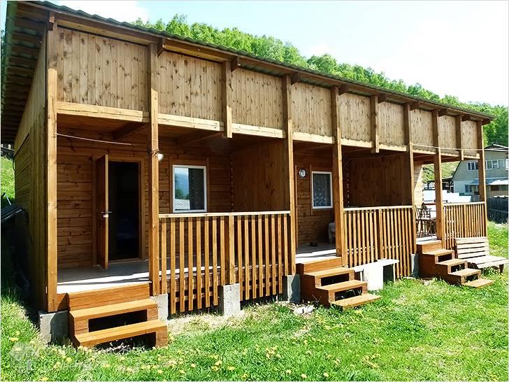 В деревянном домике