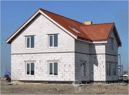Сегодня в малоэтажном строительстве все чаще используют стеновые блоки из ячеистого бетона.
