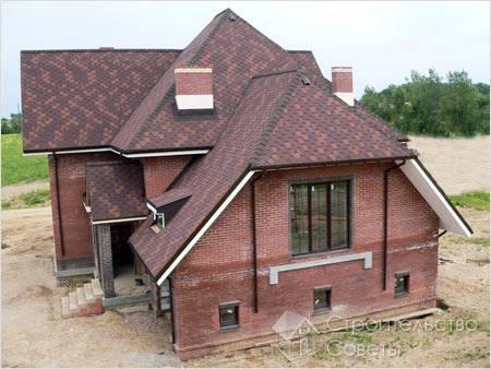 Дом с кровлей из цементной черепицы