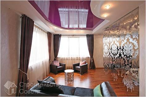 Глянцевый фиолетовый потолок