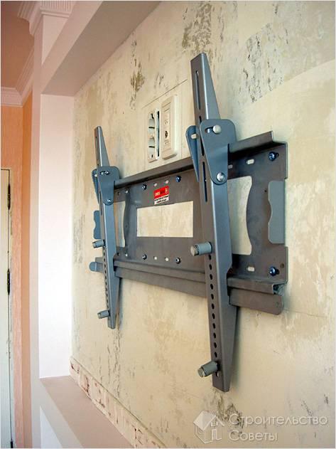 Как повесить кронштейн на стену