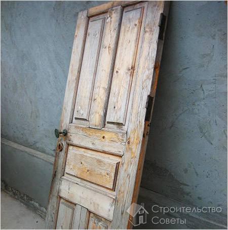 Декорировать дверь своими руками