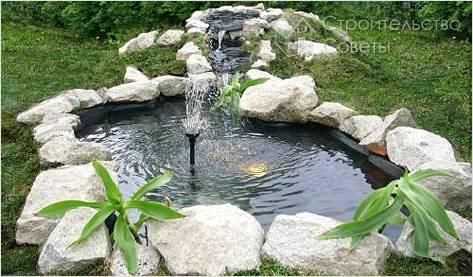 Дачный фонтан в искусственном водоеме