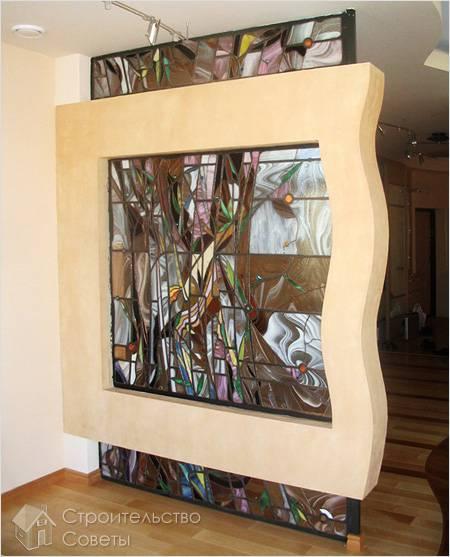 Перегородка из гипсокартона с витражным стеклом