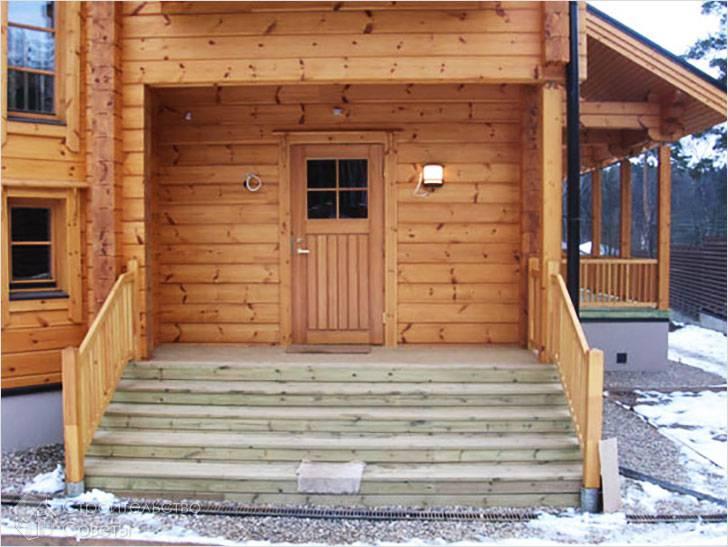Крыльцо в деревянном доме