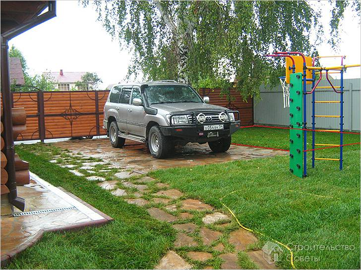 Устройство стоянки для машины на даче