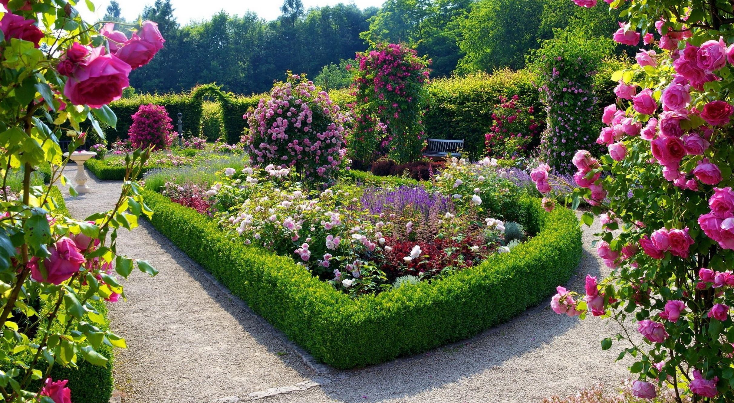 Ландшафтный дизайн цветника: особенности создания и виды оформления